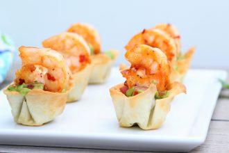 Wonton Guacamole Cups with Sweet Chili Shrimp- thaicaliente.com