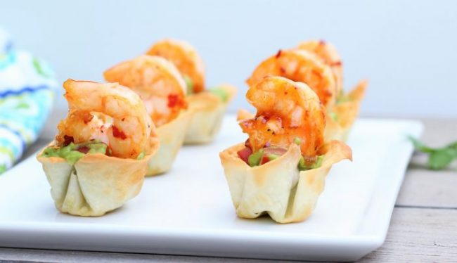 Wonton Guacamole Cups with Sweet Chili Shrimp- thaicaliente.com