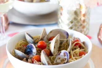 Spicy Sausage and Clams Linguine- thaicaliente.com